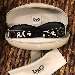 Dolce &Gabbana Sunglasses 🕶 w/ case & cloth